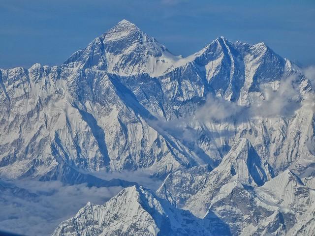 Monte Everest visto desde el vuelo entre Katmandú (Nepal) y Paro (Bután)