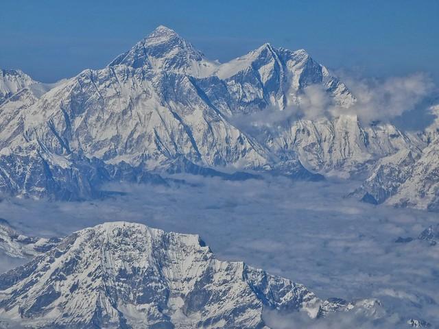 Monte Everest y otros Himalayas desde la ventanilla del avión que nos llevó de Katmandú (Nepal) a Paro (Bután)
