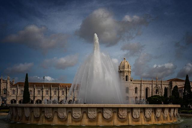 Brunnen vor Hieronymuskloster in Lissabon