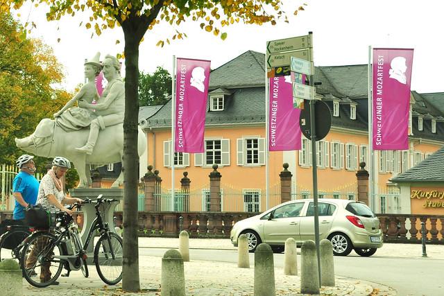 Schönwetterfahrt mit dem Oldtimer Ford Mustang 1965_Schwetzingen-Umrundung_Frühstück im Ladenburger Kaffeehaus ... Foto: Brigitte Stolle