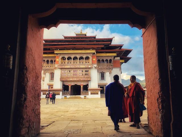 Hombres hablando en Bután