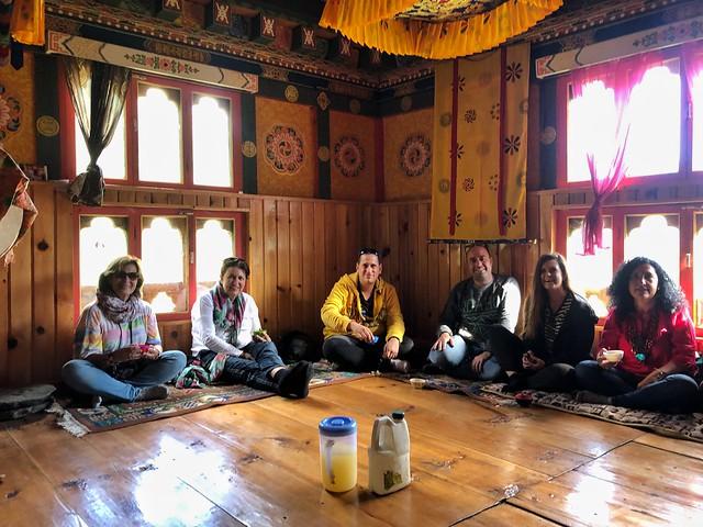 Comiendo en la casa de Jigme en el valle de Tang (Bumthang, Bután)
