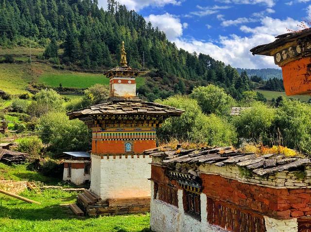 Paisaje y templete en Bután