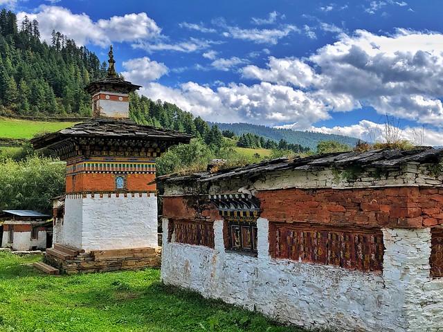 Elemento religioso en Bután (valle de Tang, Bumthang)