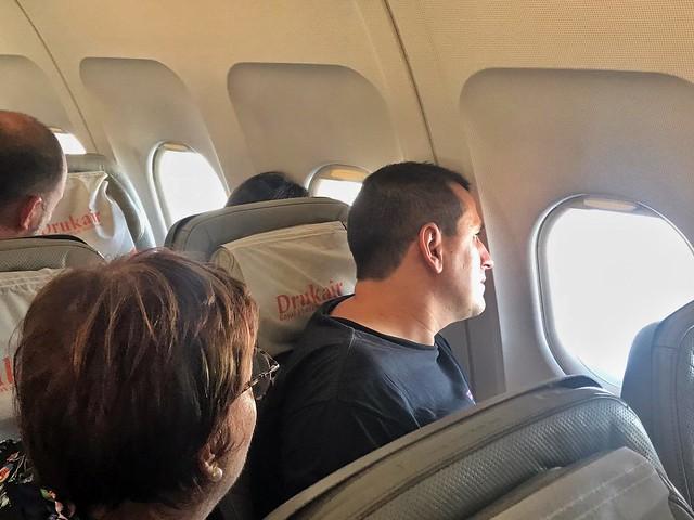Sele en el avión que le llevó a Bután