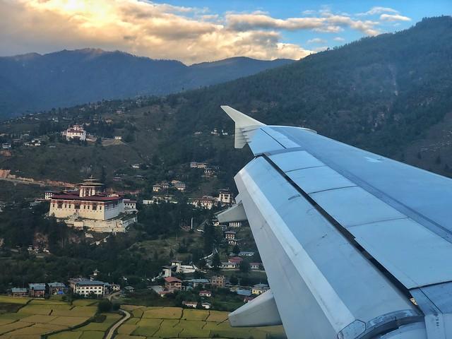 Llegando a Paro (Bután) en un avión procedente de Katmandú (Bután)