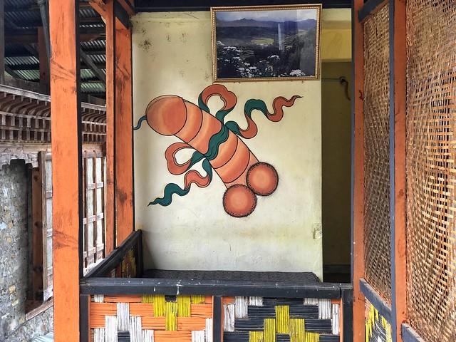 Falo pintado en una pared de Bután