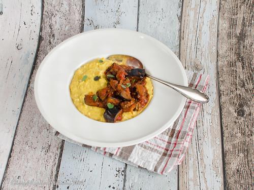 Zuckermais-Polenta mit Auberginensauce (1)