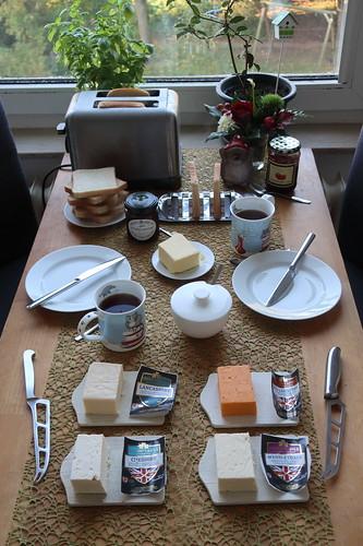 Frühstück mit englischem Käse auf Toast