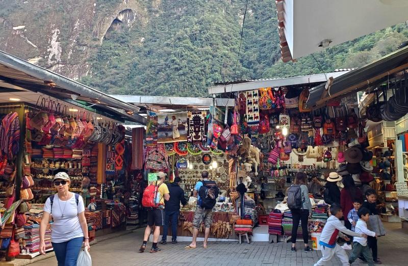 Aguas Calientes market