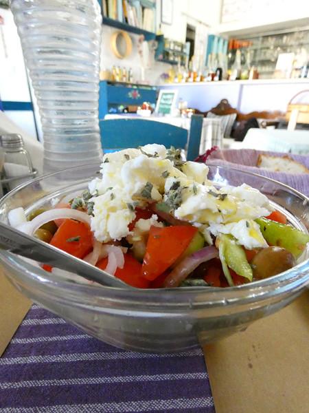 salade choriatiki Moni