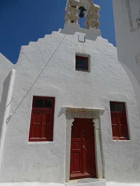 église aux volets rouges
