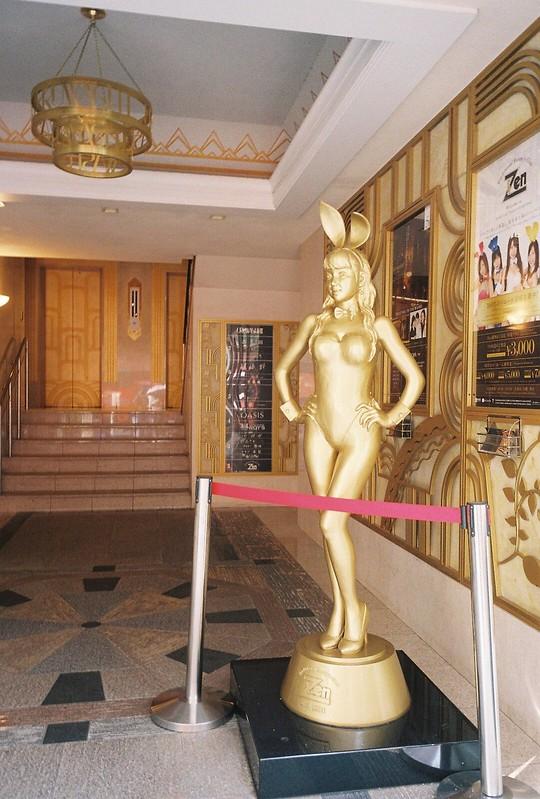 006RICOH GR1s+Kodak Ultramax400偽東京いい道しぶい道 並木通りULUWASHI金色の女体像