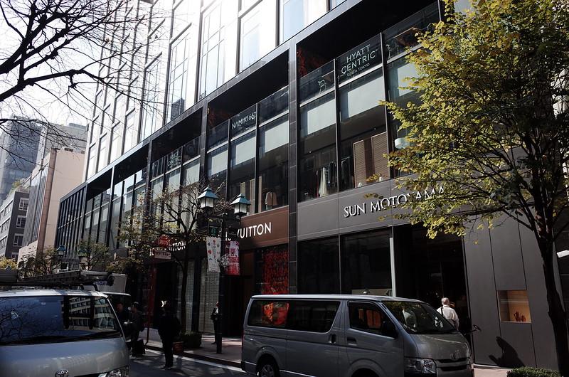 19偽東京いい道しぶい道 並木通り 新築工事中の朝日ビルの敷地 ルイ ヴィトン