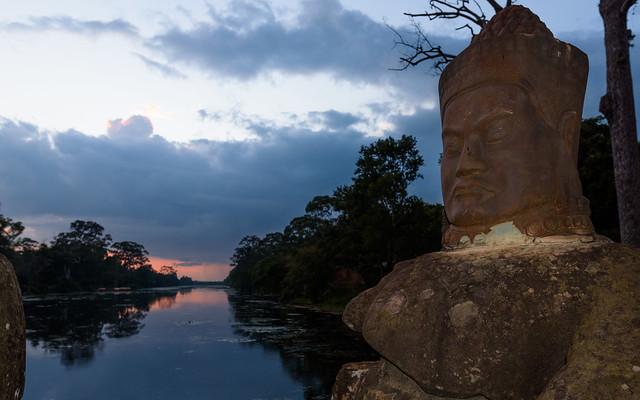 Puente de la puerta Sur de Angkor Thom