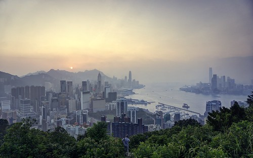 hongkong downtown redincenseburnersummit braemarhill city cityscape sea ocean skyline sky day dusk sun sunset goldenhour haze hazy hill plant person outdoor sony sonya6000 a6000 selp1650 3xp raw photomatix hdr qualityhdr qualityhdrphotography fav200