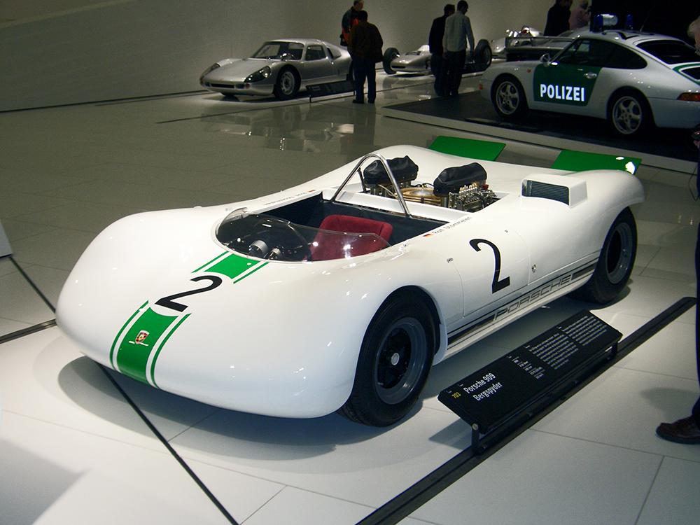 Porsche_909_Bergspyder_1968_frontleft_2009-03-14_A