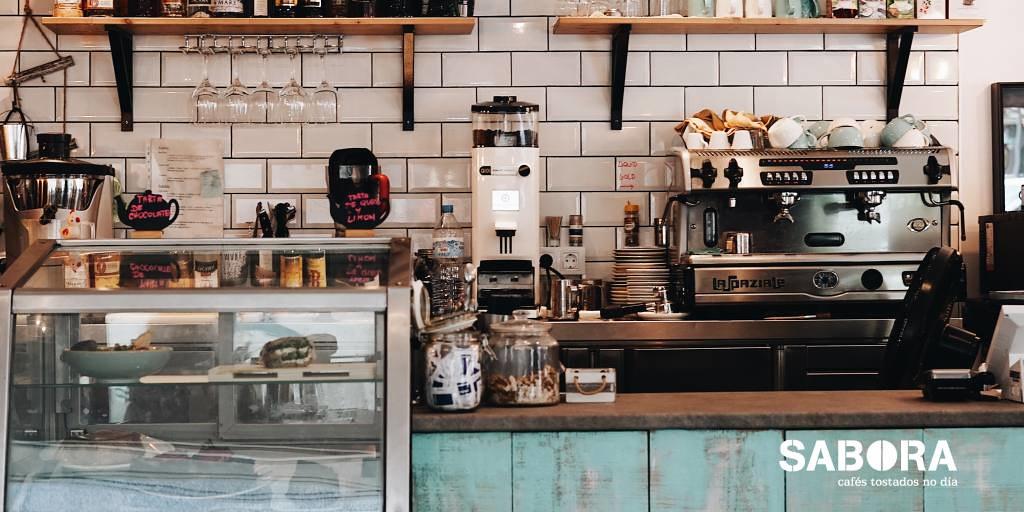 cafeteira express profesional en local de hostalería