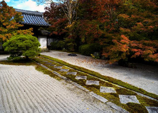 Tenju-an garden