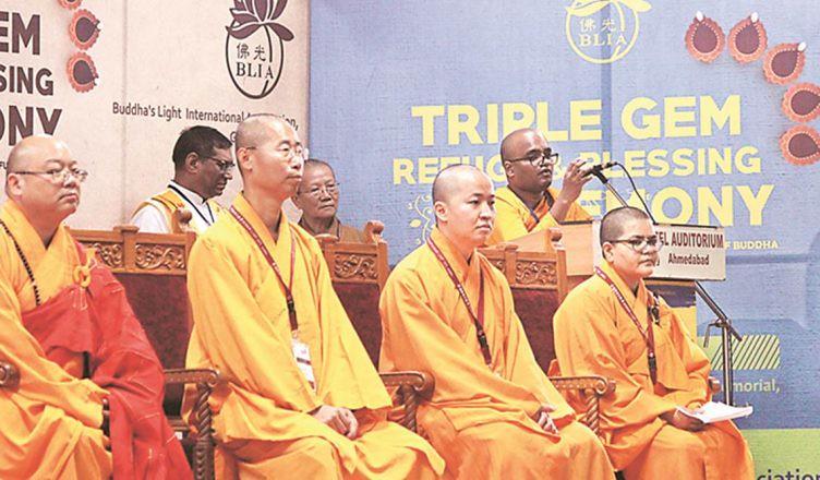 1.500 Kaum Dalit Gujarat Memeluk Agama Buddha, Tuntut Kesetaraan