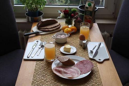 Frühstück mit Aufschnitt vom Marktstand des Tebbehofs