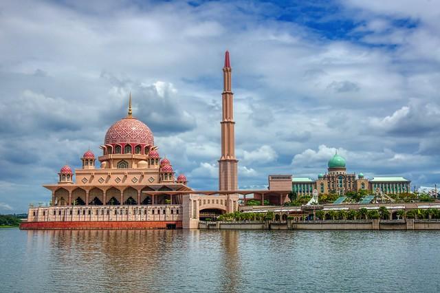 Masjid Putra and Jabatan Perdana Menteri in Putrajaya, Malaysia