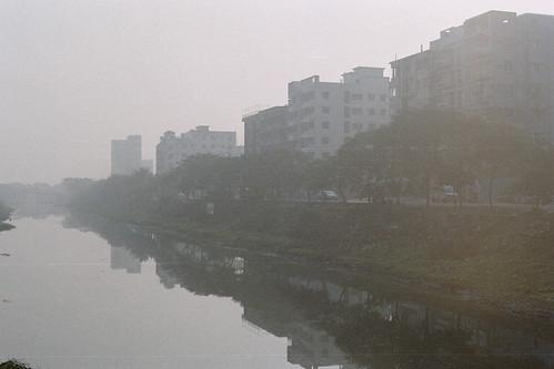 dhaka winter dawn canalside fujicolorc200 nikonfm10 film bangladesh water canal fujifilm nikon mist beautifullight istillshootfilm pacificimageprimefilm3650pro3 2014 ai50mmf14 fog analogphotography dhakadivision analog banasree