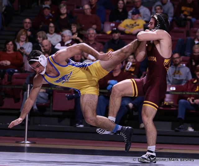 184: Owen Webster (Minnesota) maj. dec. Josh Loomer (Cal State Bakersfield) 16-3. 191101AMK0149