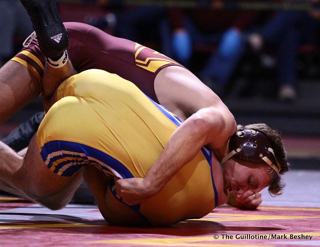 174: #7 Devin Skatzka (Minnesota) tech fall Josh Annis (Cal State Bakersfield) 18-0. 191101AMK0136