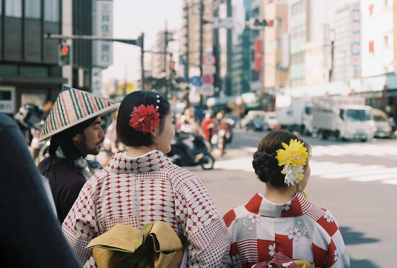 017Leitz Ⅲf+Summicron 50mm f2 0+Kodak Color Plus200浅草詣で浅草雷門前交差点