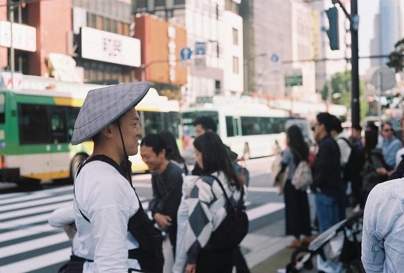 011Leitz Ⅲf+Summicron 50mm f2 0+Kodak Color Plus200浅草詣で浅草雷門前交差点