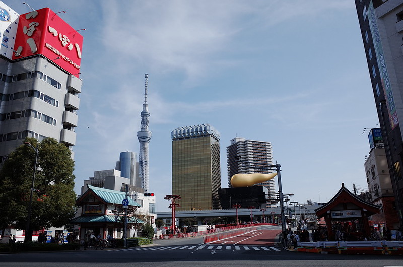 11浅草鐘ヶ淵詣で浅草駅前交差点の木とジョッキと雲古