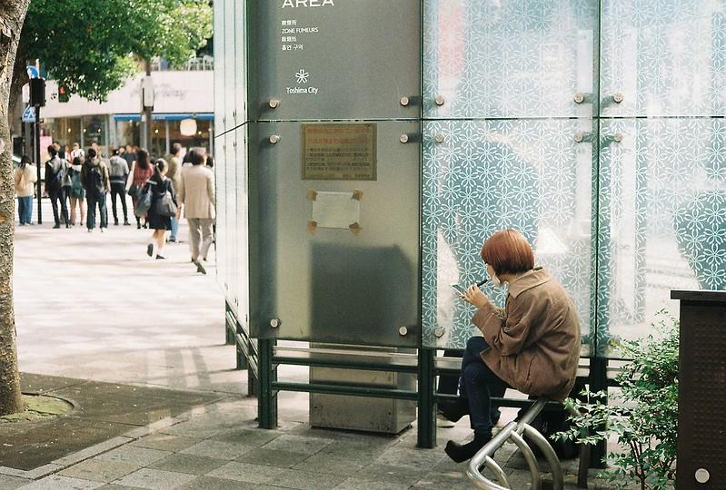 002Leitz Ⅲf+Summicron 50mm f2 0+Kodak Color Plus200浅草詣で池袋東口バス停前