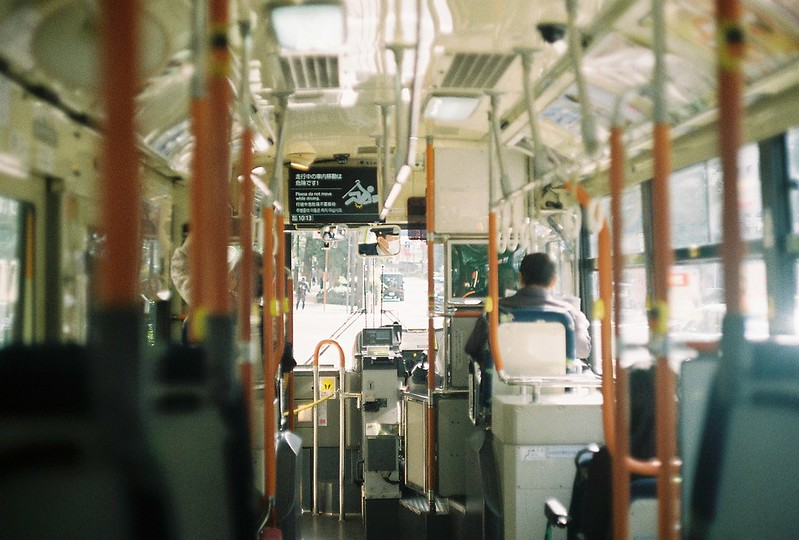 003Leitz Ⅲf+Summicron 50mm f2 0+Kodak Color Plus200浅草詣で浅草雷門行きバス内