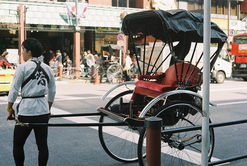 026Leitz Ⅲf+Summicron 50mm f2 0+Kodak Color Plus200浅草詣で浅草雷門前交差点