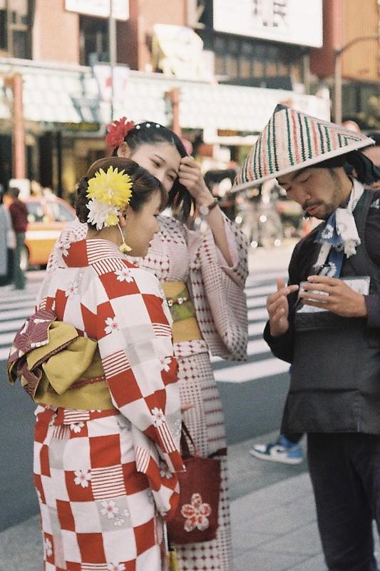 020Leitz Ⅲf+Summicron 50mm f2 0+Kodak Color Plus200浅草詣で浅草雷門前交差点