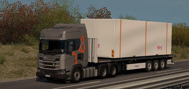 Scania R450 XT w/ Krone Flatbed