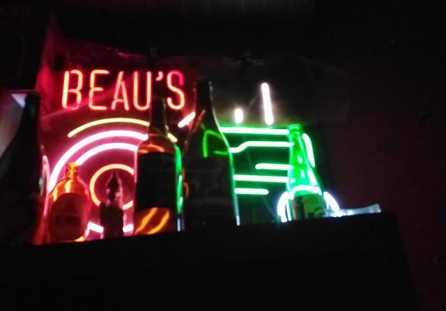 Neon #toronto #kensingtonmarket #baldwinstreet #night #neon #signs #thirstyandmiserable #latergram