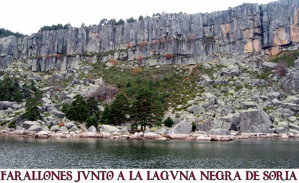 farallones junto a la Laguna Negra de Soria