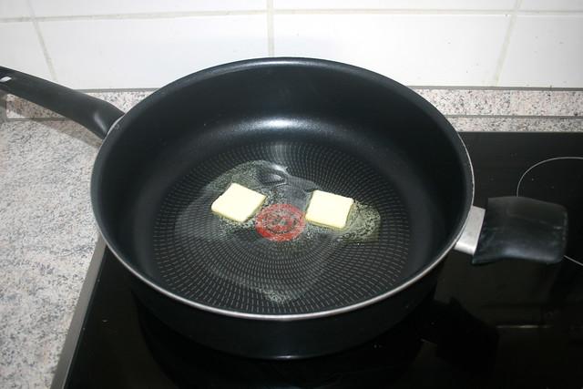 14 - Butter in Pfanne zerlassen / Melt butter in pan