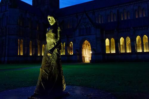 sculpture statue figure night dark cathedral church lights windows salisbury wiltshire nikon nikkor ghe