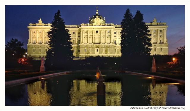 Hora azul en el Palacio Real de Madrid / Blue hour at the Royal Palace in Madrid