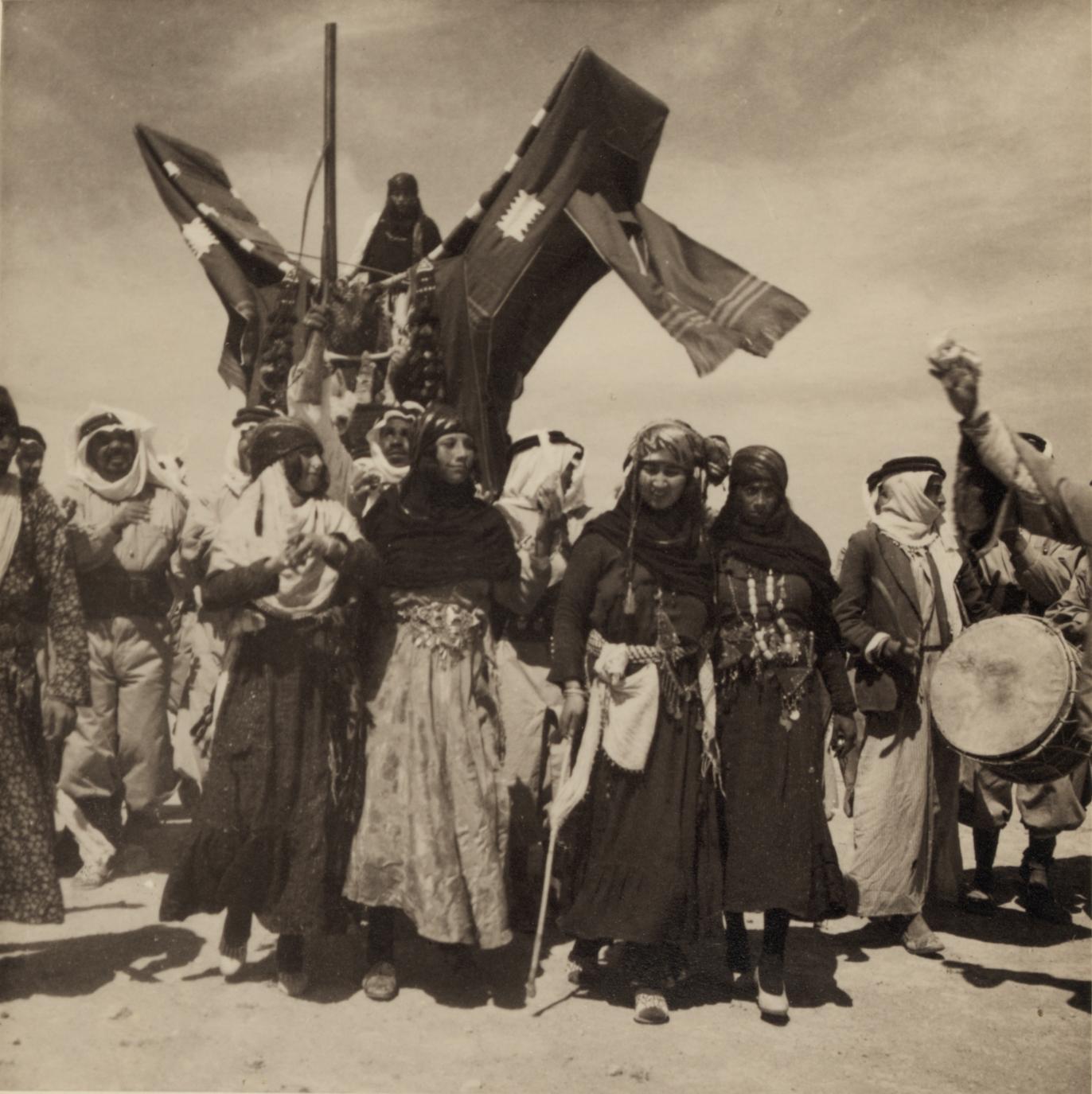 05. Свадьба бедуинов. Доведение невесты до палатки мужа с помощью танцев1