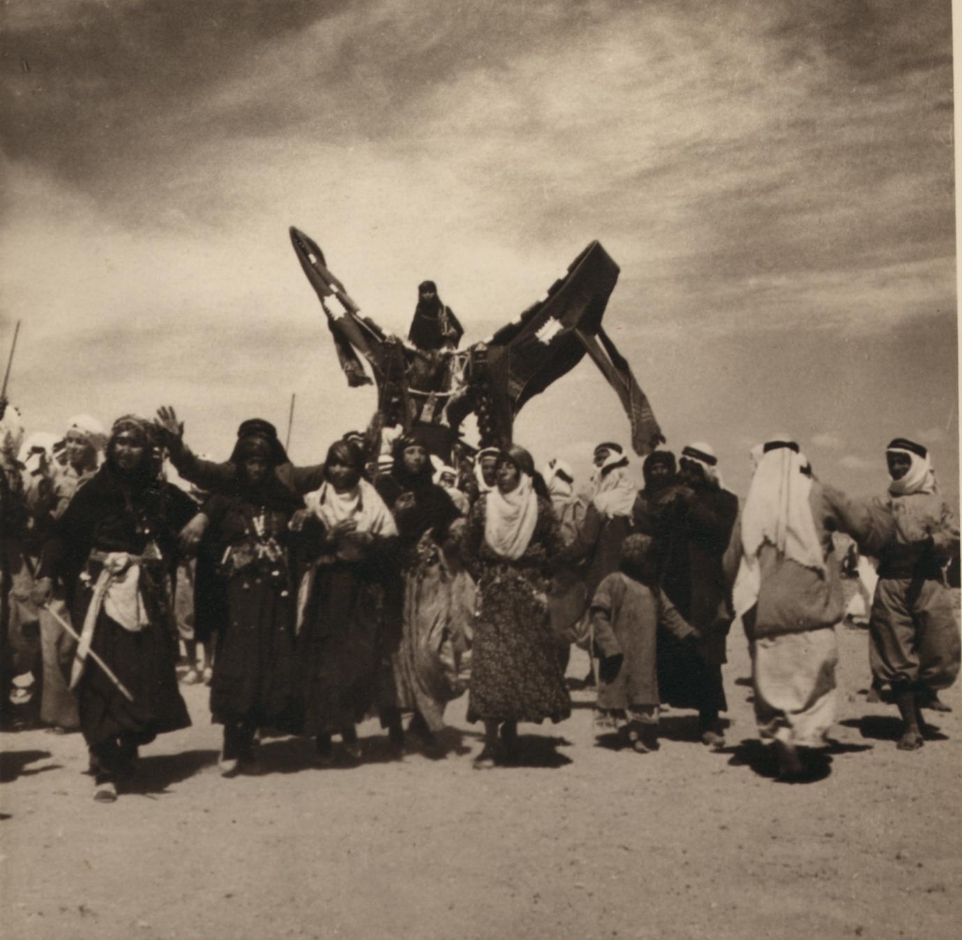 04. Свадьба бедуинов. Доведение невесты до палатки мужа с помощью танцев