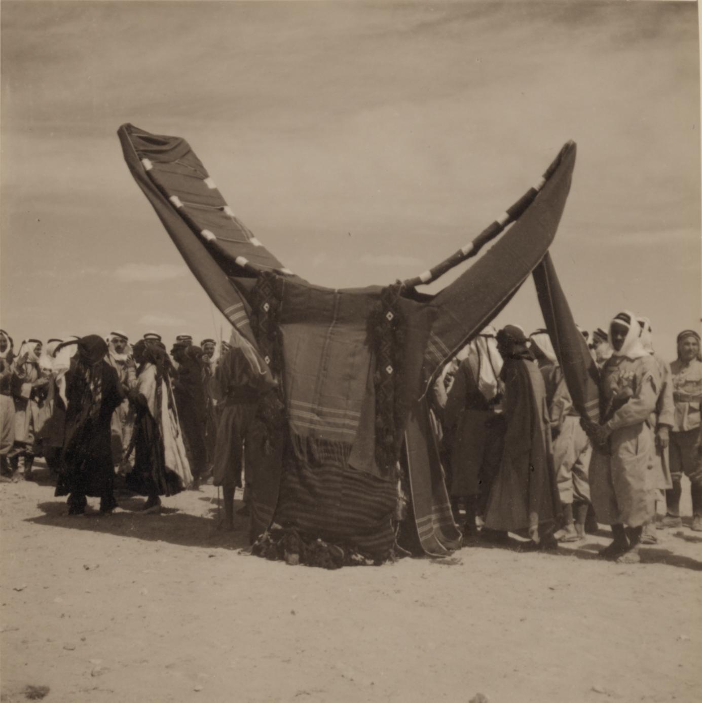 01. Свадьба бедуинов. Невеста садится на верблюда