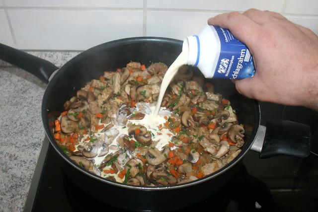 28 - Mit Schlagrahm ablöschen / Deglaze with whipping cream
