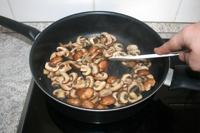 16 - Pilze andünsten / Braise mushrooms