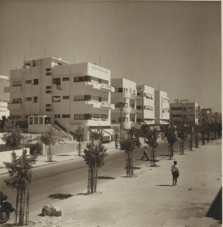 27 июня. Новая улица в Тель-Авиве