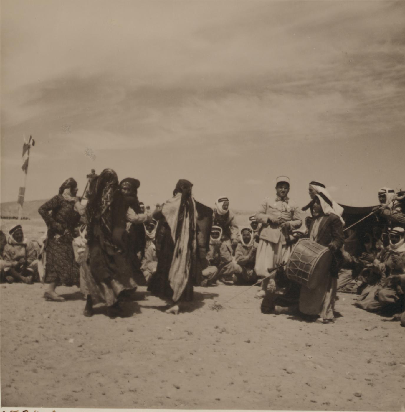 06. Свадьба бедуинов. Танцы перед невестой возле палатки