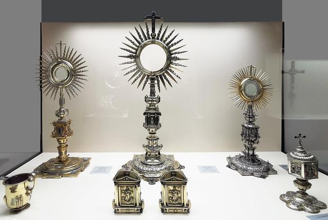 Tres custodias portapaces y jarro de pico o aguamanil de plata Plateria religiosa Museo de la Ciudad de Antequera Malaga